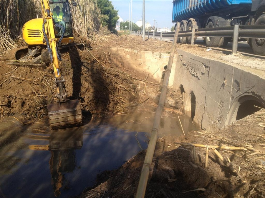 Limpieza del canal de recogida de aguas pluviales - Recogida aguas pluviales ...